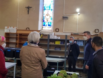 Mgr de Germay en visite à l'épicerie solidaire Saint-Camille